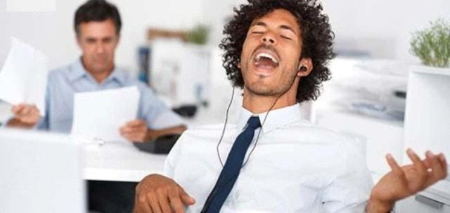Usar a música para aumentar a sua eficiência no trabalho